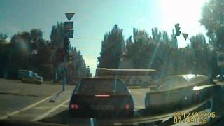 Проезд маршрутки на красный свет. Запорожье(, 2012-07-05T14:25:46.000Z)