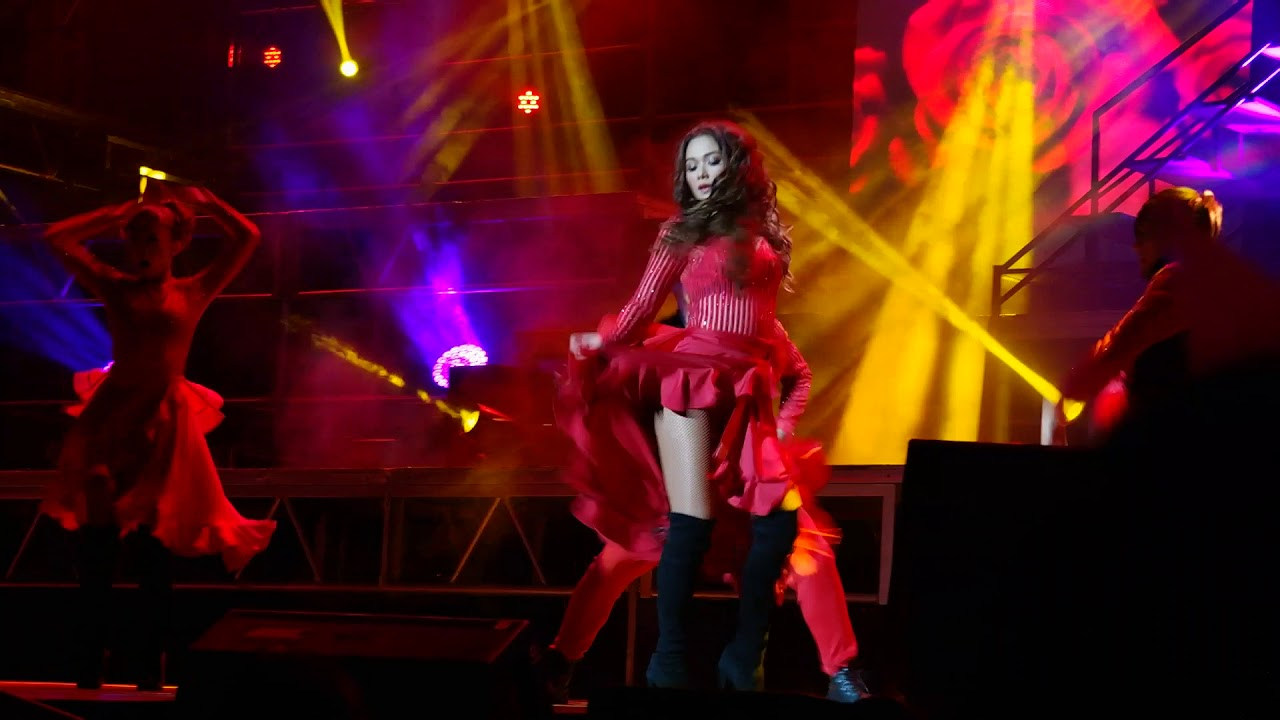 Download Maja Salvador glows in red at Maja On Stage concert