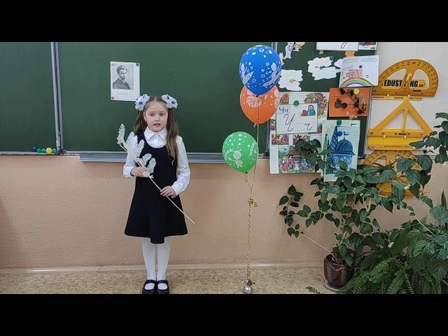 Изображение предпросмотра прочтения – СофьяБархатова читает произведение «Черёмуха» С.А.Есенина