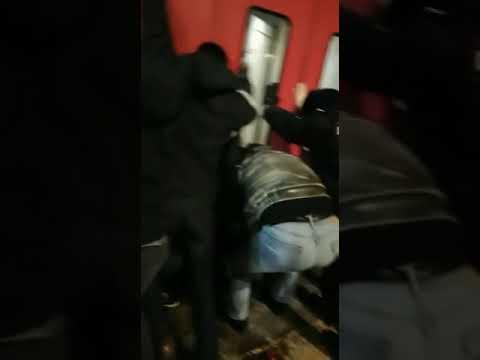 В Подмосковье пассажиры электрички спасли упавшего под платформу мужчину