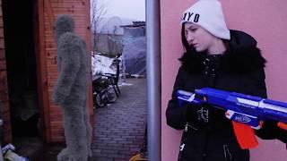 NERF WAR LIVE ACTION : GIRL VS SNOW MONSTER