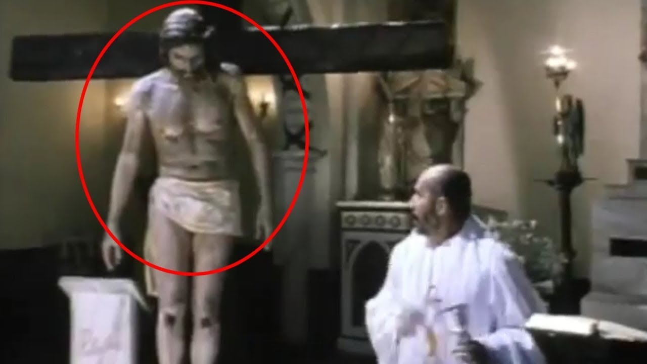 Download Jesus statue moves its head during Catholic mass in Mexico