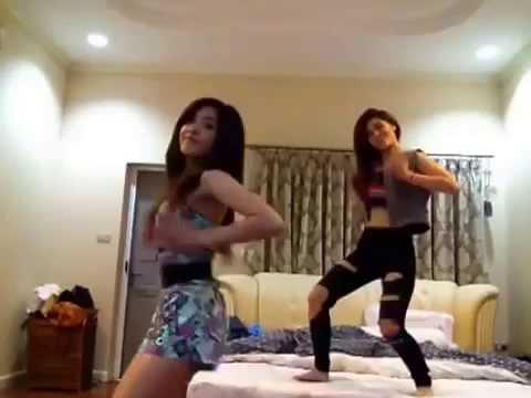 """2 cô gái """"nổi loạn"""" với vũ điệu Splash out"""