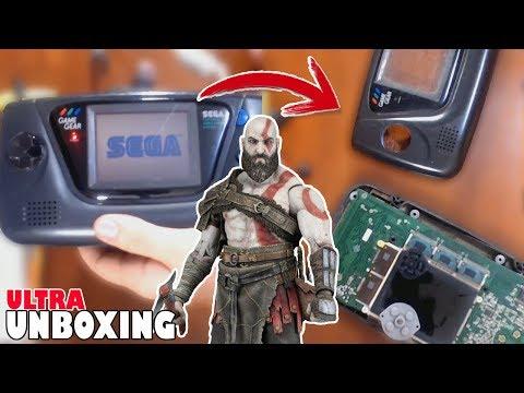 ROMPIENDO una SEGA Game Gear - FIASCO con Kratos de NECA   Ultra Unboxing