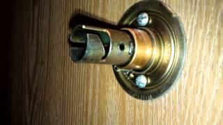 How to tighten a door knob