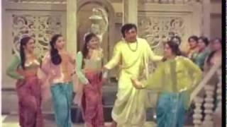 KE MARA Gaya BRAMCHARI [HD SONG] ... FILM - CHITRALEKHA.flv