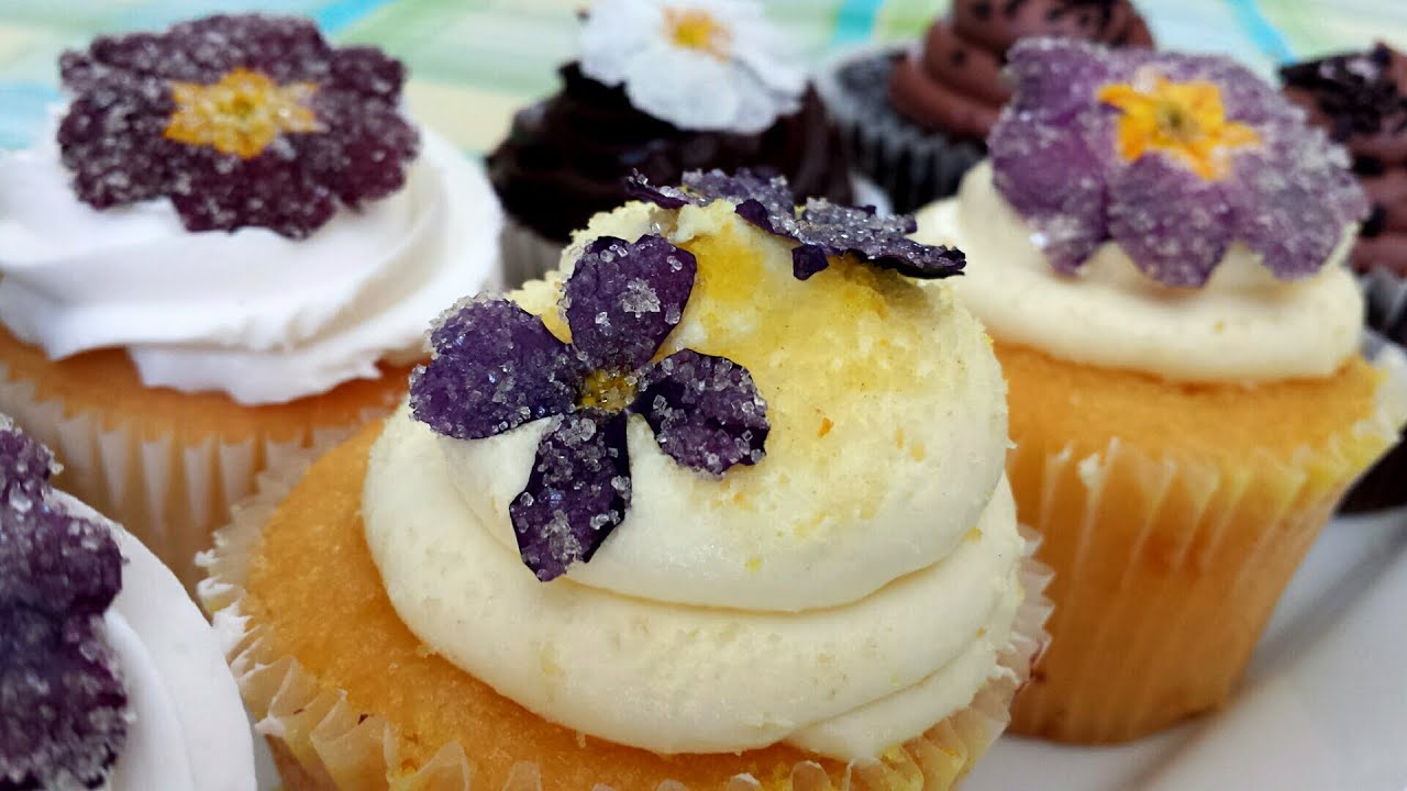 How To Make A Flower Cake Out Of Cupcakes