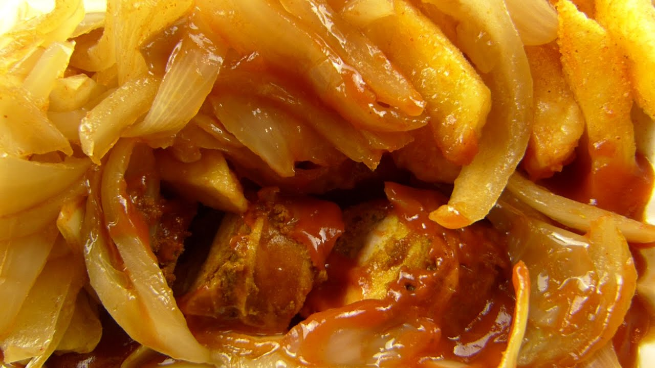 bernie s curry berliner currywurst fries onions youtube