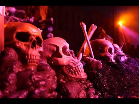 "Sexy Demons, Scary Clowns, Fire Pumpkins, & ""Aliens"" | Universal Orlando Halloween Horror Nights 27"