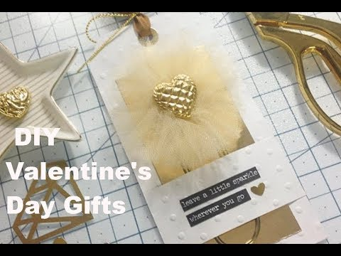 DIY Valentine's Day Gifts - Tulle Flower Paper Clip Bookmark
