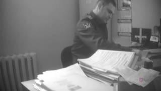 Появилось видео с приставом, расплакавшимся при задержании