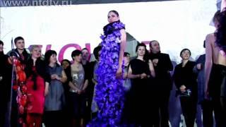 Самое длинное платье из цветов создали в Киеве