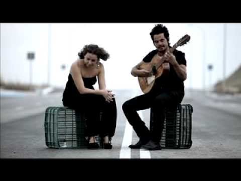 Download Rojas y Niña Pastori - Llorándole debajo del agua