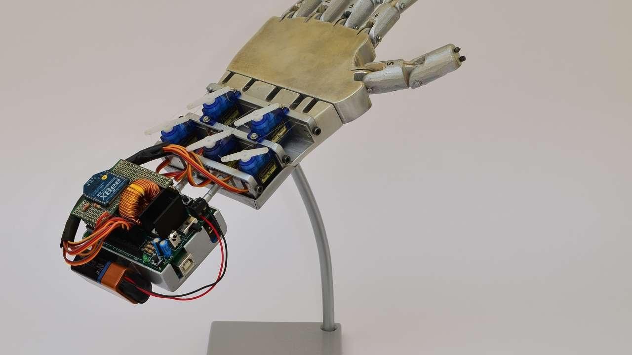Crea Una Mano Robotica Controllata A Distanza Fai Da Te Tecnologia Guidecentral