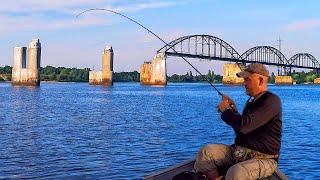 СУДАКА ЗДЕСЬ ПРОСТО ТЬМА ПОД ЭТИМ МОСТОМ Рыбалка на судака 2021 Ловля судака летом на джиг