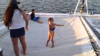 Mariale bailando en el catamaran Cancún 2015