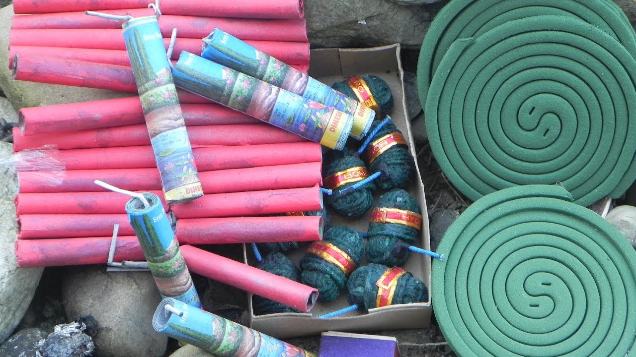 How to burn fire crackers safely ( 2 Safety tricks)