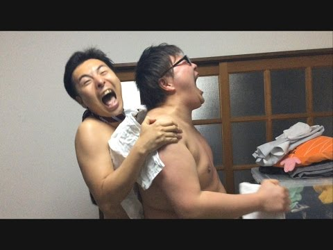 【MEGWIN vs デカキン】凍ったTシャツ早着替え対決やってみた!!!