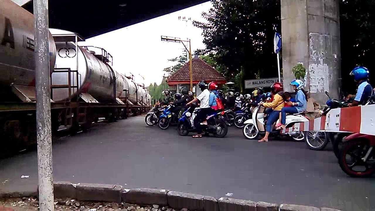 Ka Tangki Pertamina Lepas Stasiun Malang Kota Lama Youtube