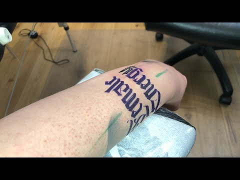 LIVE TATTOO: GOTHIC WRITING / LINING AND BLACK FILLING