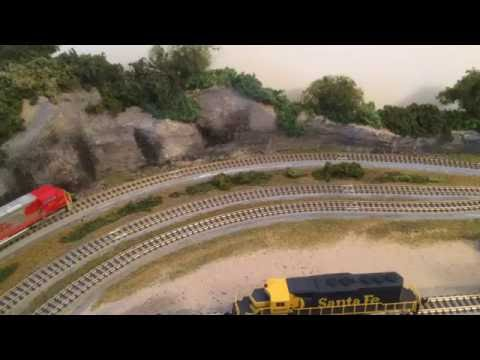 Z SCALE ROKUHAN TRACK TRAIN LAYOUT