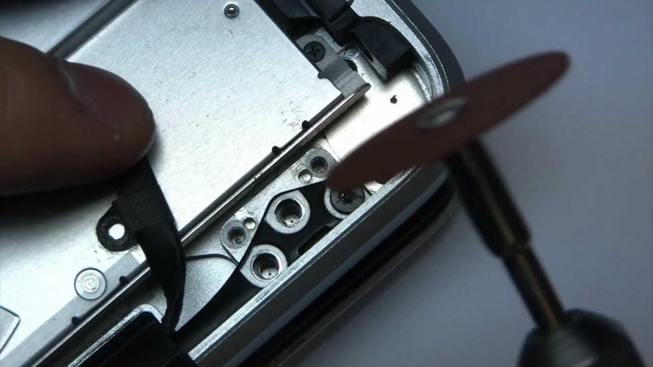Сорванный шлиц на винте MacBook
