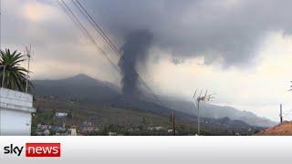 Homes disappear under lava of the Cumbre Vieja volcano on La Palma