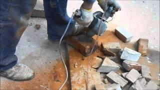 видео Как и чем разрезать кирпич