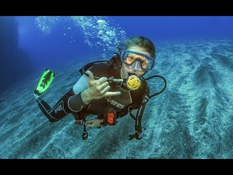 FIRST DIVE OF THE SEASON! DJ set and hiking in St. Helena! Sailing Vessel Delos EP. 154