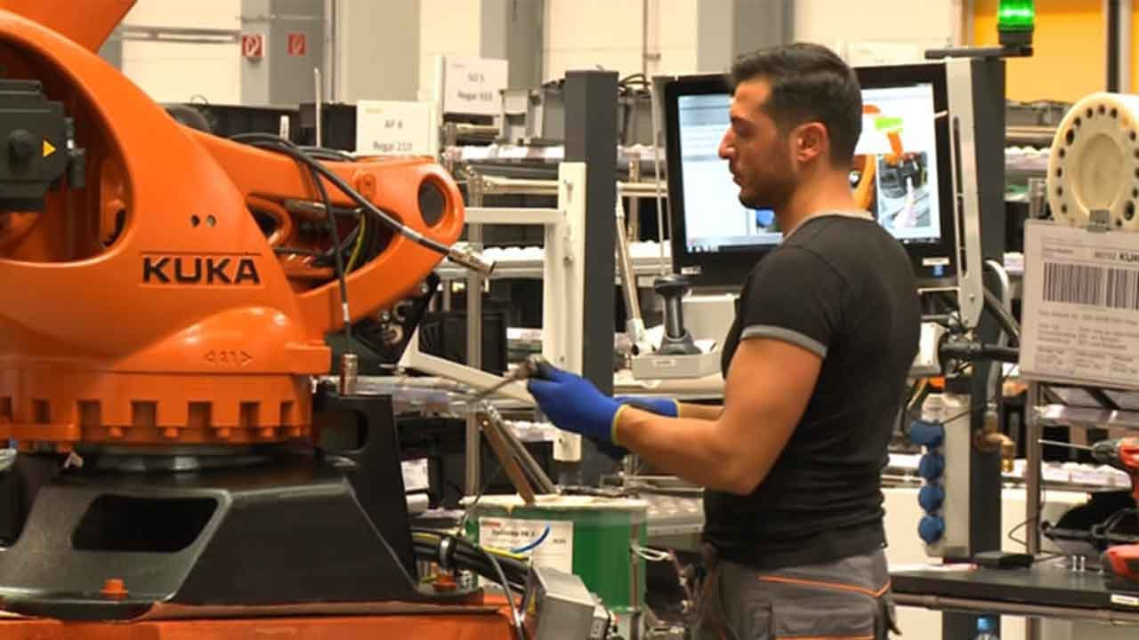 German Robot Maker Seizes Opportunity From Industry