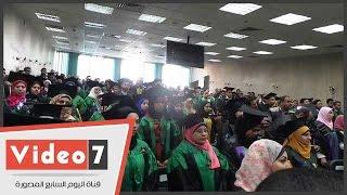 رئيس جامعة عين شمس وطلاب