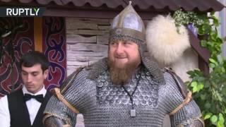 شاهد..الرئيس الشيشاني بزي الفرسان احتفالًا بالمرأة الشيشانية