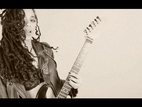 Mayaeni - Million n'1 (Official Music Video)