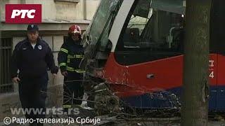 Tramvaj izleteo iz šina, snimci sa mesta nesreće