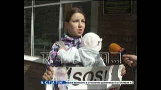 Чтобы добиться спецпитания для тяжелобольного ребенка, мать вышла на пикет перед минздравом