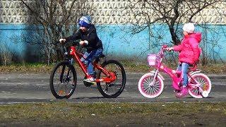 УЧУСЬ кататься на Большом ВЕЛОСИПЕДЕ Влог Семья Тими Тим / Family VLOG learning to ride the Bicycle