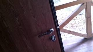 Как проверить качество установки входной металлической двери.(Данный видеоролик демонстрирует как правильно проверить качество установки входной металлической двери., 2016-03-29T15:07:54.000Z)