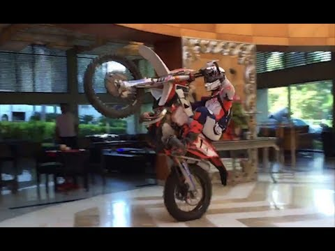 RED BULL Sea to sky 2017 / Crazy ride In the hotel ! ( Jarvis Bolt Gomez etc )