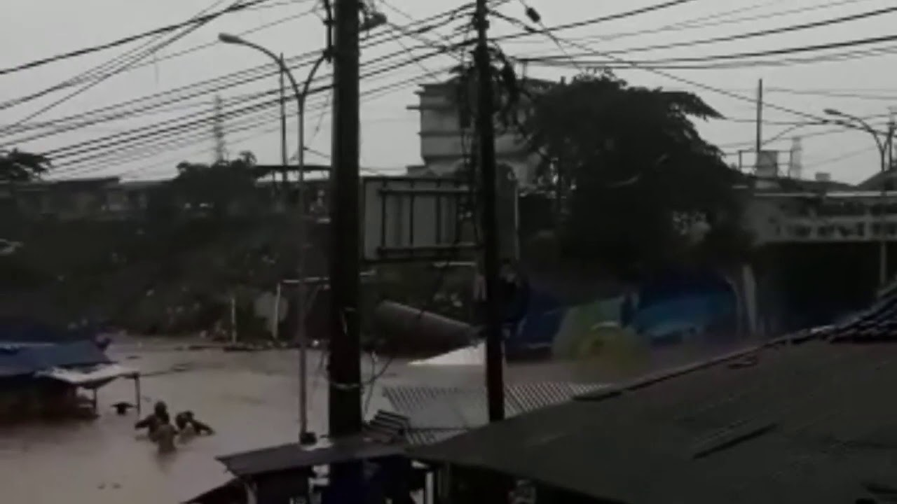 BANJIR DI DAERAH PADALARANG - BANDUNG BARAT - YouTube