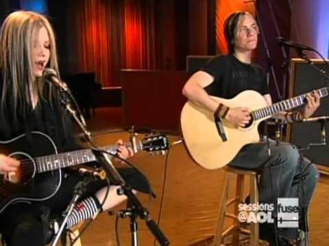 Avril Lavigne - Nobody's Home @ AOL Sessions 12/04/2004