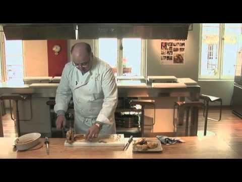 comment d couper un poulet r ti par pierre dominique c cillon pour larousse cuisine youtube. Black Bedroom Furniture Sets. Home Design Ideas