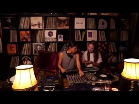 Livingroom Session with Bella Sarris & Morgan | Kasheme