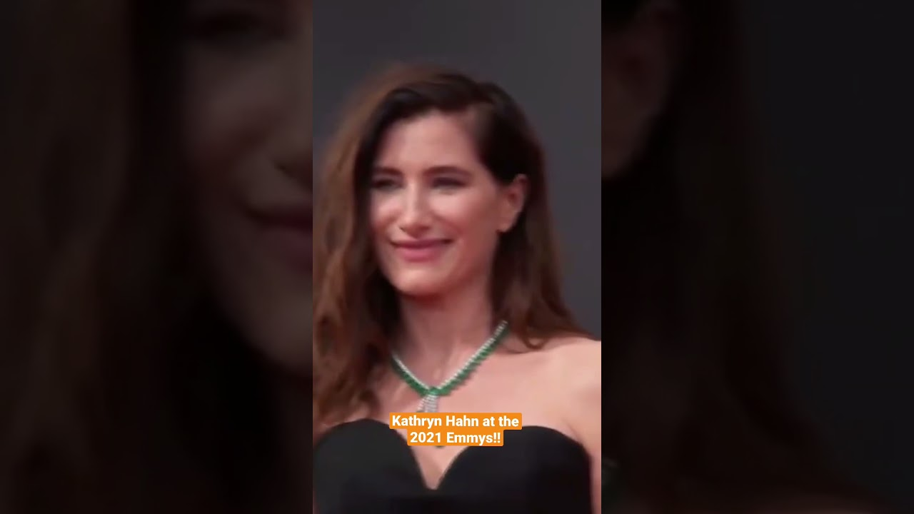 Kathryn Hahn Arrives at the 2021 Emmys