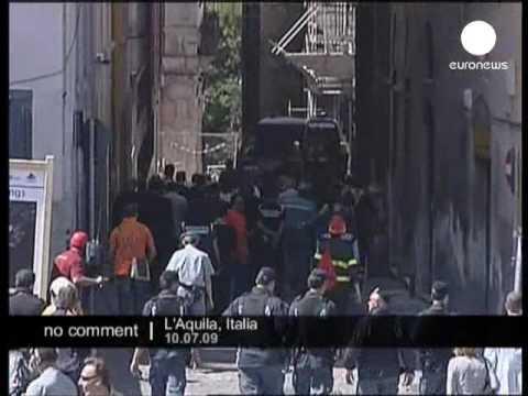 French First Lady Carla Bruni visits quake zone in L'Aquila