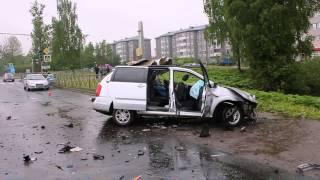 Видео лобового столкновения с жертвами в Пскове 27.05.2015(, 2015-05-27T07:34:41.000Z)