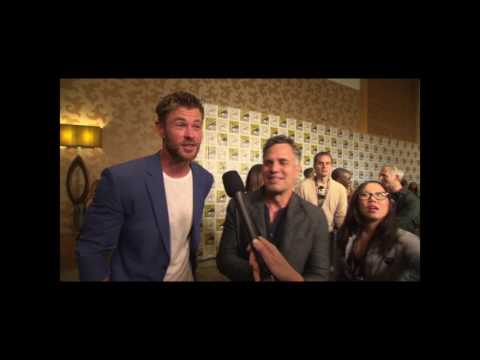 Thor: Ragnarok - Chris Hemsworth Mark Ruffalo Interview On San Diego Comic Con Hall H Reaction #SDCC