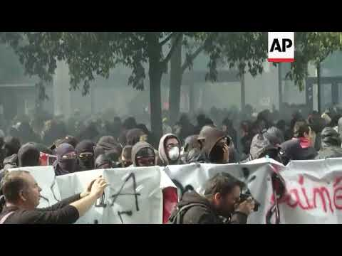 Protesters clash with riot police in Paris
