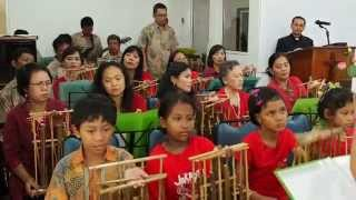 Medley of Christmas Song 2014, played with ANGKLUNG by AWI8 Bogor
