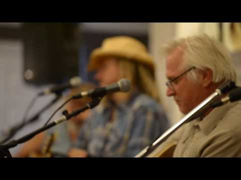 Tony Lane sings one of his hits at the 2016 VIP Party