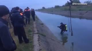 Автомобиль достали из КОРа в Махачкале с помощью водолаза